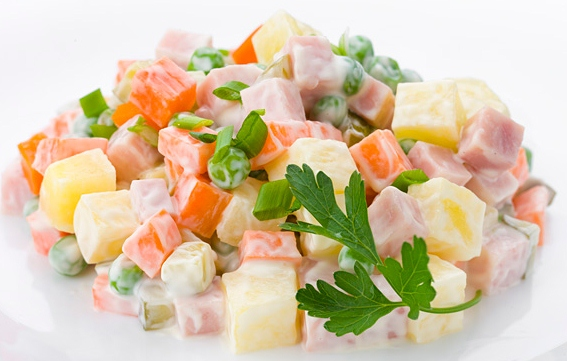 Как готовить оливье салат с колбасой и свежим огурцом